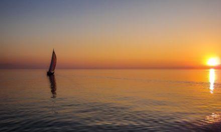 Kaløvig Bådelaug inviterer til midsommer-kapsejlads om 'De 2 Øer'