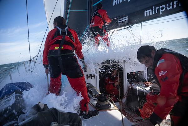 Helly Hansen og Mirpuri Racing Team står sammen i The Ocean Race Europe