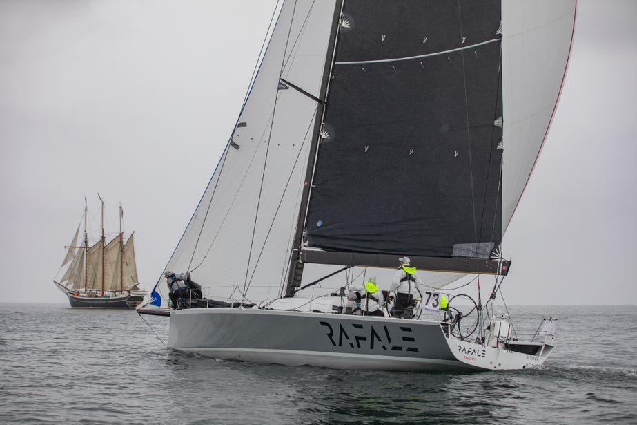RAFALE rykker trods tynd luft i Kattegat – hvil til førende solosejlere i Nexø