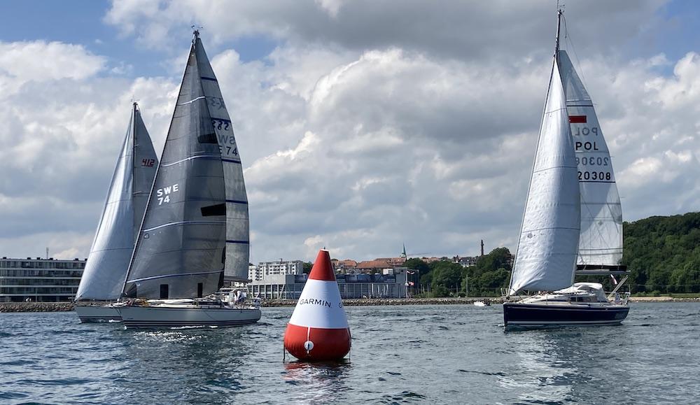 Starten er gået for singlehand-sejlerne i Garmin Round Denmark Race 2021