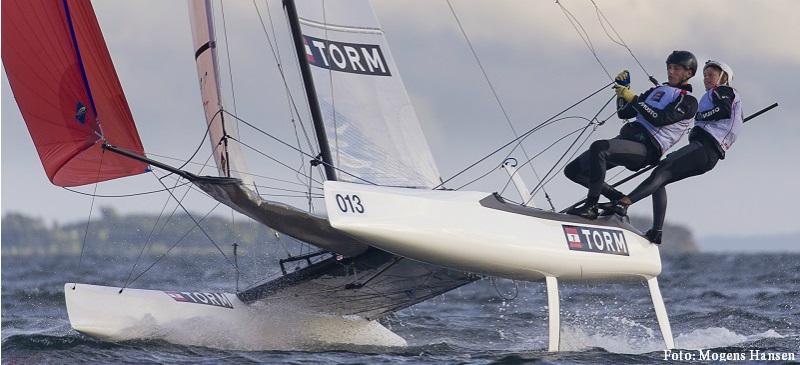 Sort dag for danskerne i Nacra 17 VM og optur ved EM i 49er og 49erFX