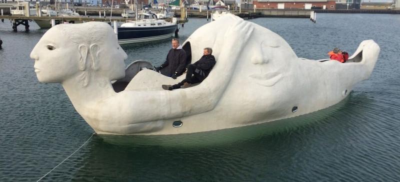 Life-Boats søger besætning...
