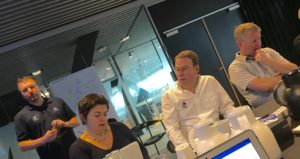 Per Hjerrild, sportchef for VM2018, gennemgår de danske bud på en OL-offshore båd for det internationale sejlsportsforbunds top-ledelse ved møde i Aarhus